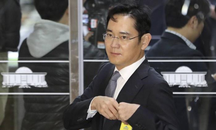 Coreia do Sul pede mandato de prisão para líder da Samsung — Corrupção